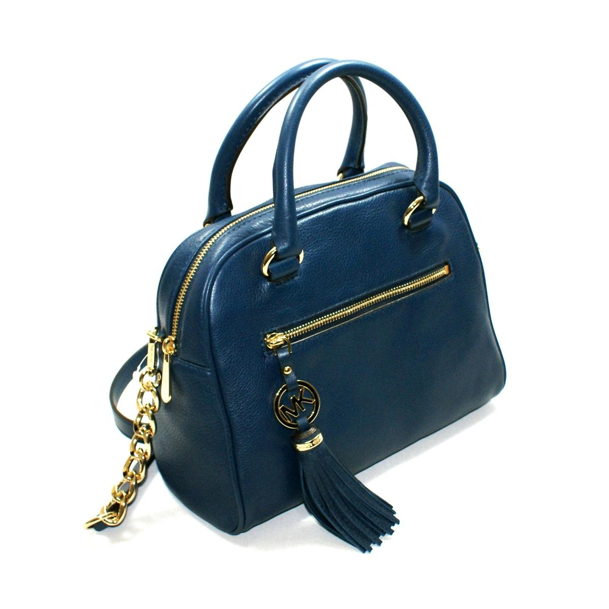 A leather satchel is the ideal bag to complement a classic pairing of jeans and a T-shirt. Plus, with plenty of unique designs and patterns available, you'll have no problems finding one to go with your outfit.